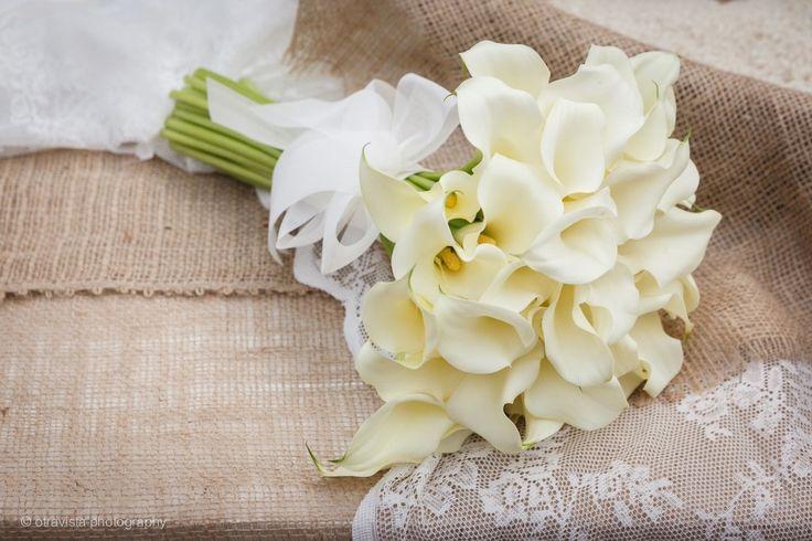 Romantic wedding bouquet with calla lillies.