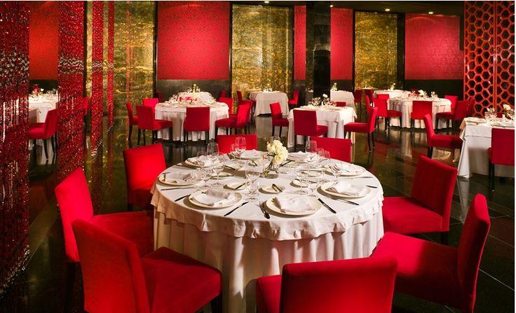 В отеле Grand Velas Rivera Maya есть французский ресторан-бистро, расположенный прямо у моря. Здесь посетителям подают завтрак, обед и ужин, состоящие из блюд французской и местной кухни.