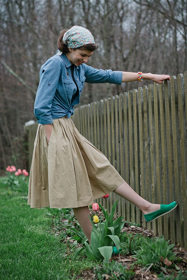 Outfit // Tulip Time (Featuring Garlands of Grace!), Garlands of Grace, Vintage, Retro, Modest, Christian Modesty, Christian Young Ladies, Fashion, Modest Fashion, Tulips, Spring, Spring Fashion, Colorful, Denim, Khaki, Toms