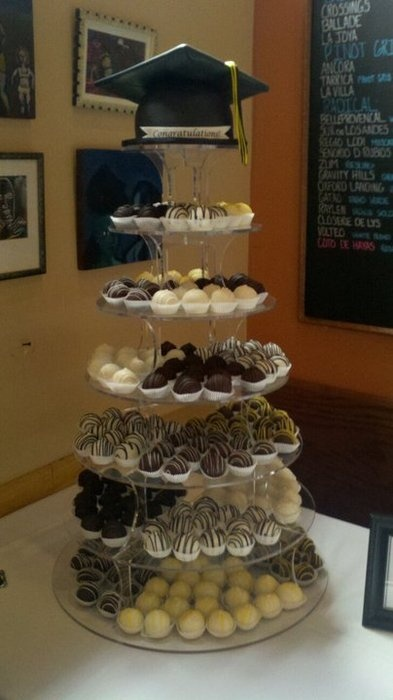 Cake Decoration Ideas For Graduation : Best 25+ College graduation cakes ideas on Pinterest ...