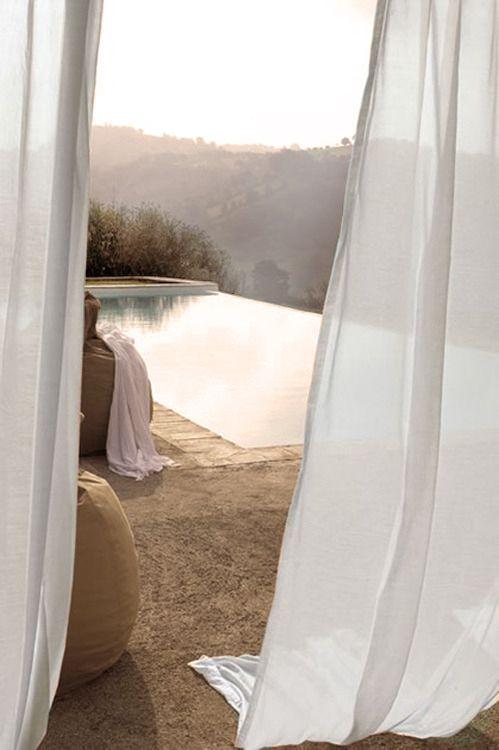 Une superbe piscine situé dans un endroit merveilleux