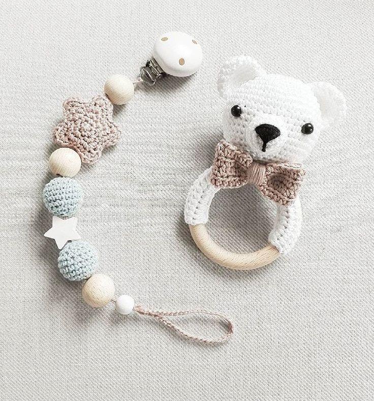 Ein kleiner Eisbär :-) im Set mit passender Schnullerkette  @mianna_mara  #häkeln #crochet #gehäkelt #bär #eisbär #bear #weiß #rassel #schnullerkette #baby2016 #handmade #geschenkzurgeburt