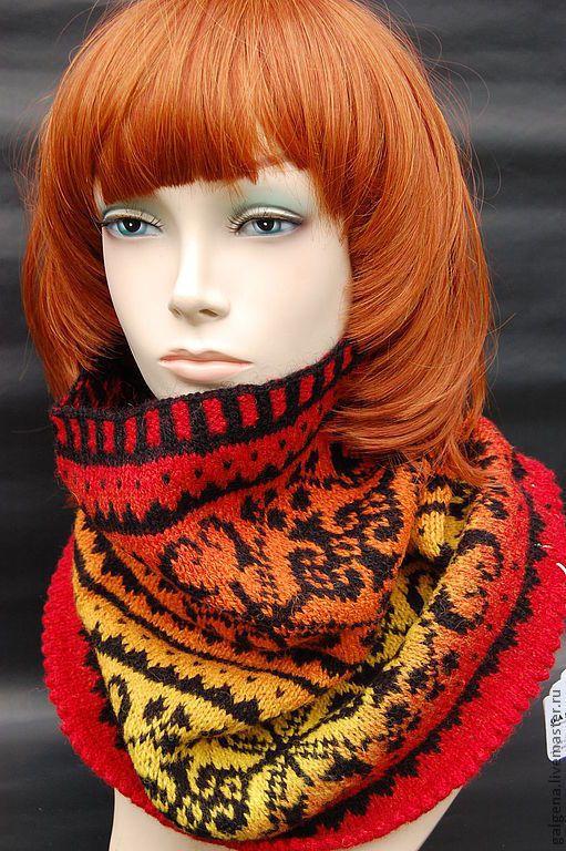 Купить или заказать Яркий, женственный, теплый и легкий снуд из шерсти. в интернет-магазине на Ярмарке Мастеров. Ярчайший жаккардовый шарфик - снуд для отличного настроения!!! Пожалуй, самым нужным, многофункциональным и привлекающим внимание аксессуаром является шарф - снуд, защищающий от прохладного ветра и прибыльно выделяющий уникальный стиль одежки. Теплозащита остается основной функцией уникальных снудов — удобная мода. Жаккардовые узоры в вязке создают дополнительное переплетение…
