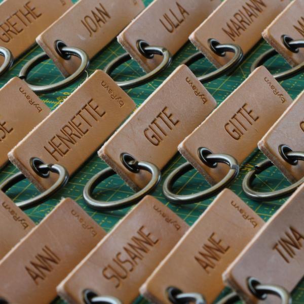 Bordkort til bryllup i kernelæder fra byRavn