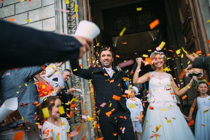 После церемонии или во время первого танца гости могут осыпать молодоженов конфетти, это очень эффектно смотрится на фото