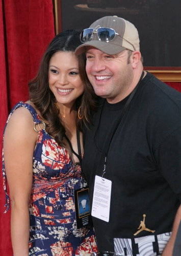 Kevin James with his wife Steffiana de la Cruz
