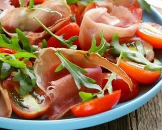 Salade de jambon de Parme, roquette et tomates minceur : Savoureuse et équilibrée | Fourchette & Bikini