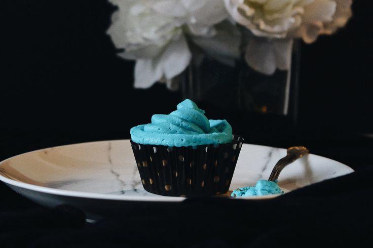 Blue vanilla cupcakes (vegan)