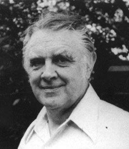 """Victor W. Turner: """"Moje metoda je nutně opakem postupu četných vědců, kteří začínají tím, že poznají kosmologii, často vyjadřovanou mytologickými cykly a potom vysvětlí jednotlivé rituály jako příklady nebo výrazy 'strukturálních modelů', jež nacházejí v mýtech. Ndembuové ale mají malé množství mýtů a kosmologických či kosmogonických vyprávění. Proto je nezbytné začít z druhé strany, od základních stavebních kamenů, od 'molekul rituálu'. Budu je nazývat 'symboly'..."""""""