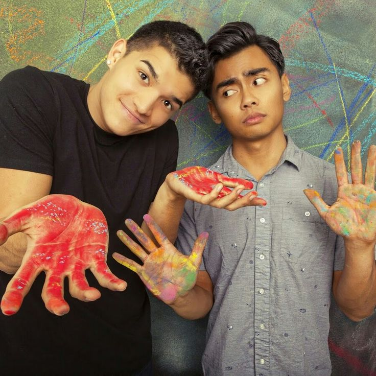A picture of roi and Alex wassabi. roi and alex look good Good choins for ther you tude profile.
