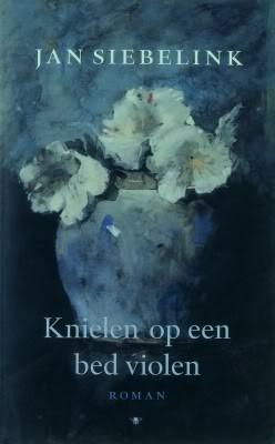 Jan Siebelink - Knielen op een bed violen.