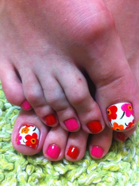 Poppy pink and orange toes nail art