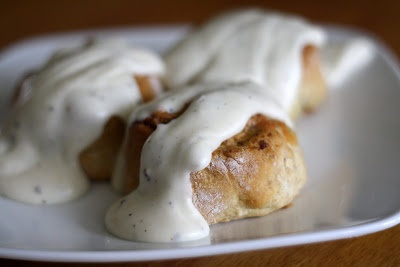 Making Mama's Kitchen: Sausage Pinwheels with White Pepper Gravy
