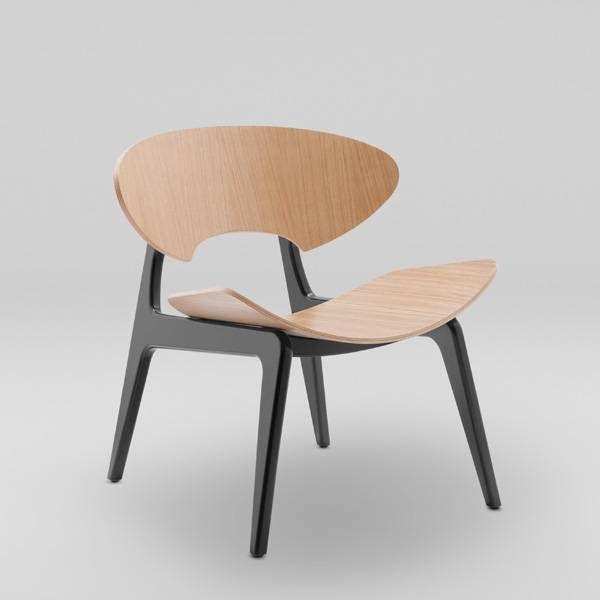 KANU to kolekcja foteli i stolików przeznaczonych do stref wypoczynku w przestrzeniach biurowych, publicznych i mieszkalnych, wykorzystująca wizualną plastyczność sklejki giętej. Fotel dostępny w trzech wariantach projektowych, również w wersji z tapicerowanym siedziskiem i oparciem oraz lakierowany w całości łącznie z podstawą.