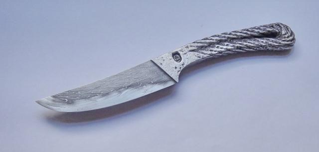 スパナにレンチにチェーンまで!意外な金属を加工して作ったナイフがかなりの格好よさで欲しくなる