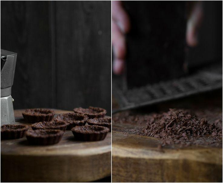 Kirsch Chiffon Sahnestückchen mit Schokolade Makronen Crust (Nut / Getreideprod …