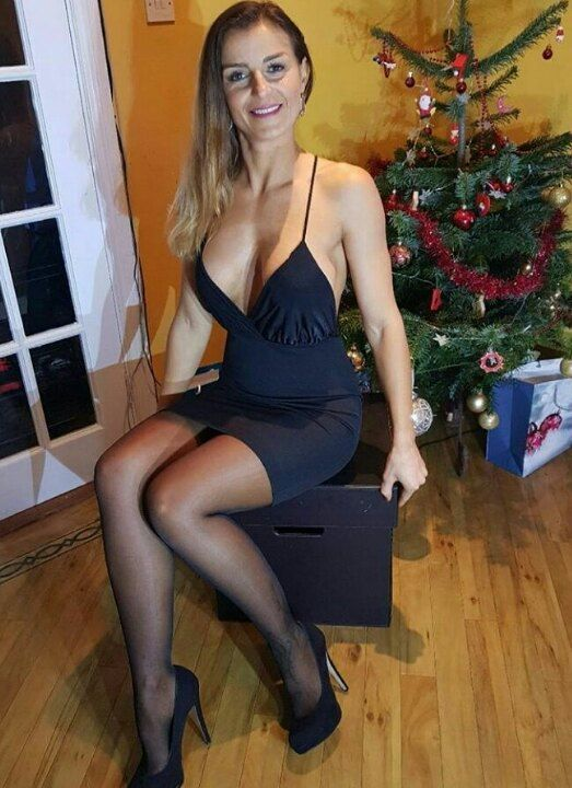 Extra news girl pantyhose picture 720