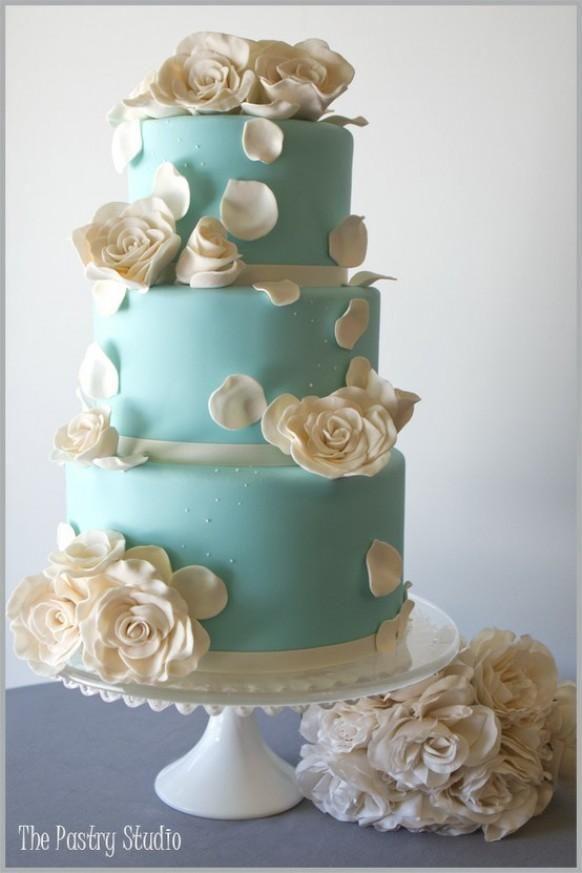 Wedding cake: Tiffany blue/pale teal.