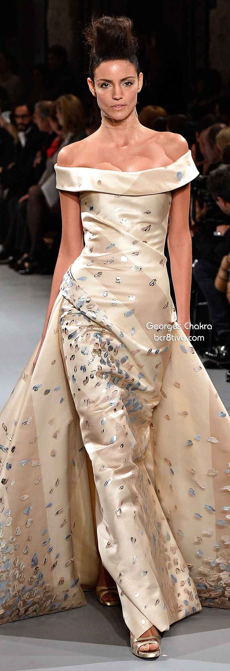 Georges Chakra Spring 2014 Couture Collection. Absoultly love this! Can someone please invite me to a gala so I can wear this, not that I can afford it, but hey, one can dream, yes? Just beautiful!!