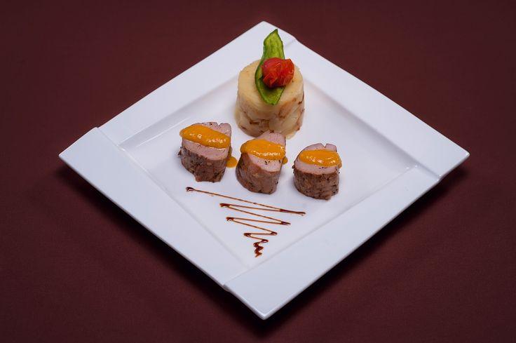 FEL PRINCIPAL- Muschiulet de porc cu sos de caise picante | Cartofi zdrobiti cu ceapa dulce