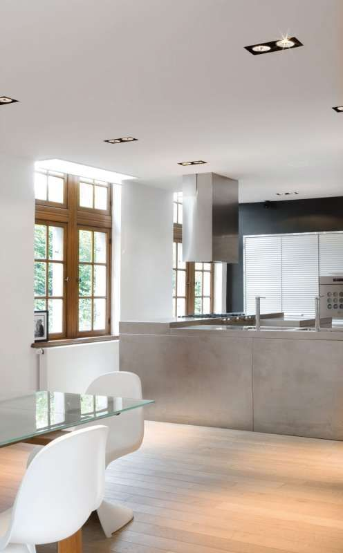 Trimless fixtures recessed in the kitchen ceiling | Minigrid In Trimless