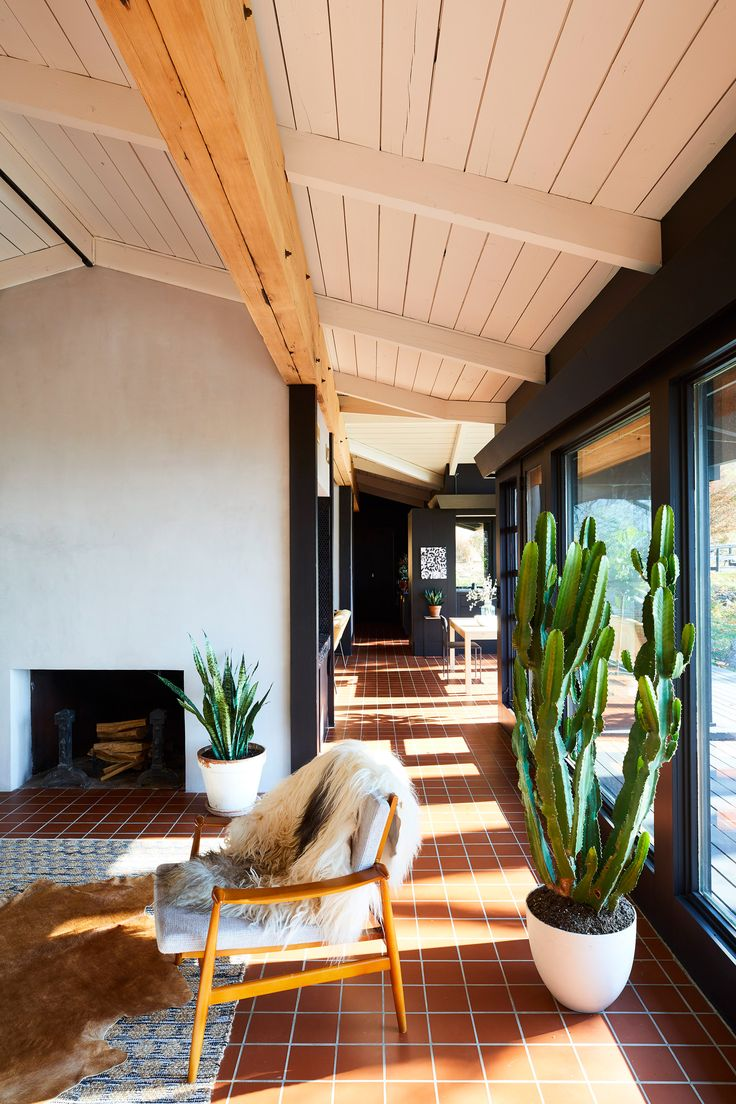 GRT Architects revitalises mid-century house in Up…
