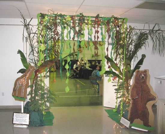 safari vbs | 2013 VBS Jungle Jaunt Ideas / Jungle decor...I like the use of the white lights mixed in with the vines.