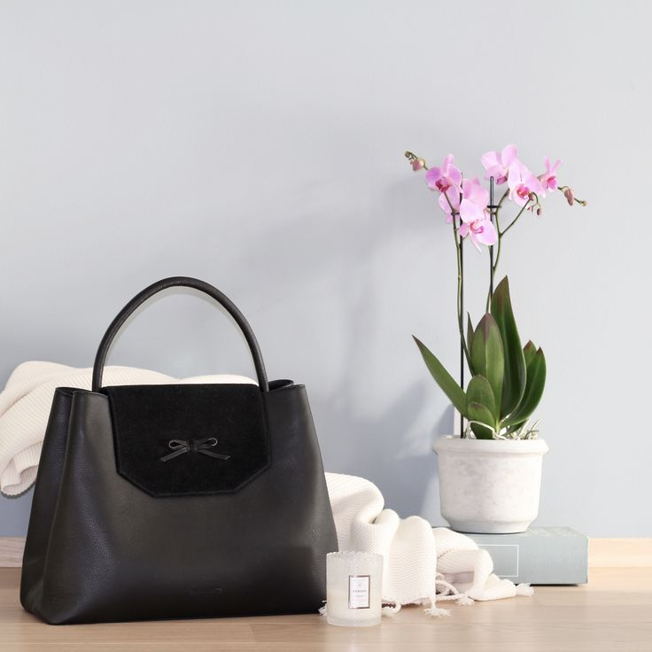 Cant wait to cuddle up under a cozy blanket and light some scented candles this winter! Starring the byDANSTI bow bag -  the perfect bag for everyday use. Fits your laptop and books, perfect for work and school.
