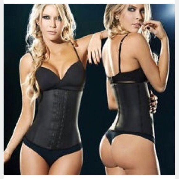Ann Chery 3 Hook Latex Waist Trainer FAJA ANN CHERY CLASICA 3 HOOKS 2021 Shape your body with a waist trainer that won't suffocate you. The Latex Girdle by Ann Chery Sculpts and smoothes your waist instantly. This Waist Training Shaper comes with 3 hook and eye levels to close the latex girdle with the compression that you want. The Cotton lining on the inside of the Girdle protects skin from latex and guarantees comfort. Ann Chery Intimates & Sleepwear Shapewear