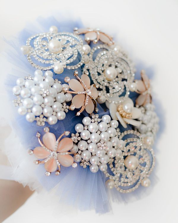 Product ID: BC0017We custom make beautiful blue brooch bouquets.Handmade bouquets are very suitable for religious or civil ceremony. Keep forever the memory of the most beautiful moment of your life!All our products are handmade.This bouquet can be done in medium or large size.For prices please send me an email with the product ID at hello@thediywedding.comImpress! Be unique! Be creative!We believe we can help you have the most amazing wedding! Call us!