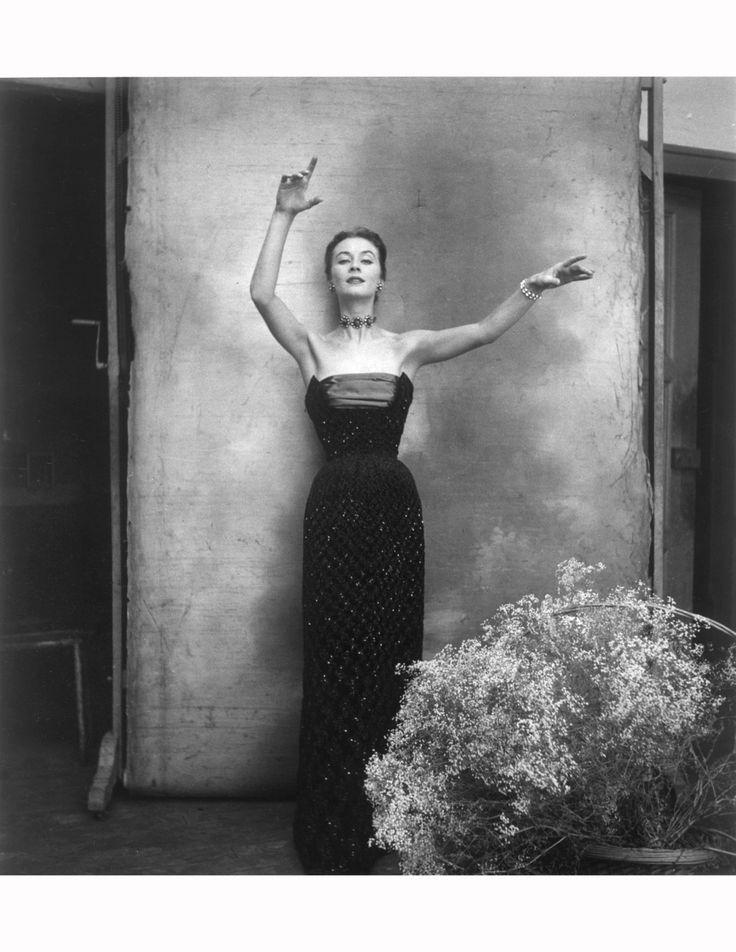 """Christian Dior A/H 1951-52 """"Turquie"""". Photo Cecil Beaton. Mannequin Gigi Terwalgne."""