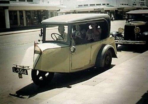 Taxi di Tunjungan tahun 1936