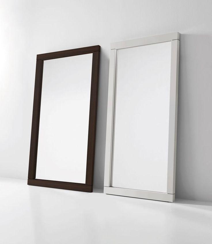 Specchio con cornice in legno, luce neon facoltativa
