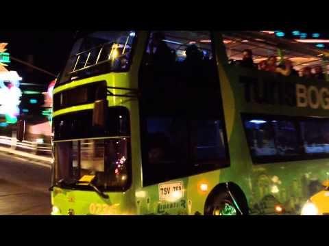 Un plan para las vacaciones de diciembre, es disfrutar del alumbrado navideño de Bogotá y que mejor que hacer el recorrido en el TurisBog, el nuevo bus turístico de la capital colombiana. Visita www.turisbog.com