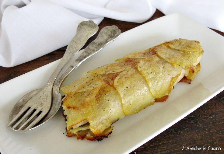 Il filetto di persico in crosta di patate rosse di Colfiorito è un secondo piatto leggero e completo. Racchiuso nel guscio di patate, il pesce resta umido e succoso, le erbe aromatiche e il limone rendono il piatto fresco e profumato. Facilissimo da preparare, nonoccorrerà aggiungere troppo olio, visto che cuoce nella carta forno. Filetto di persico in crosta di patate rosse di Colfiorito Igp Recipe Type: Secondi Cuisine: Italiana Author: 2 Amiche in Cucina Prep time: 10 mins Cook time…