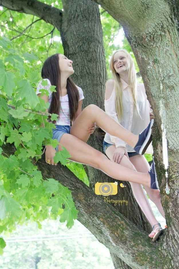 Climb a tree with your best friend, take a picture! // ideas for pictures with friends
