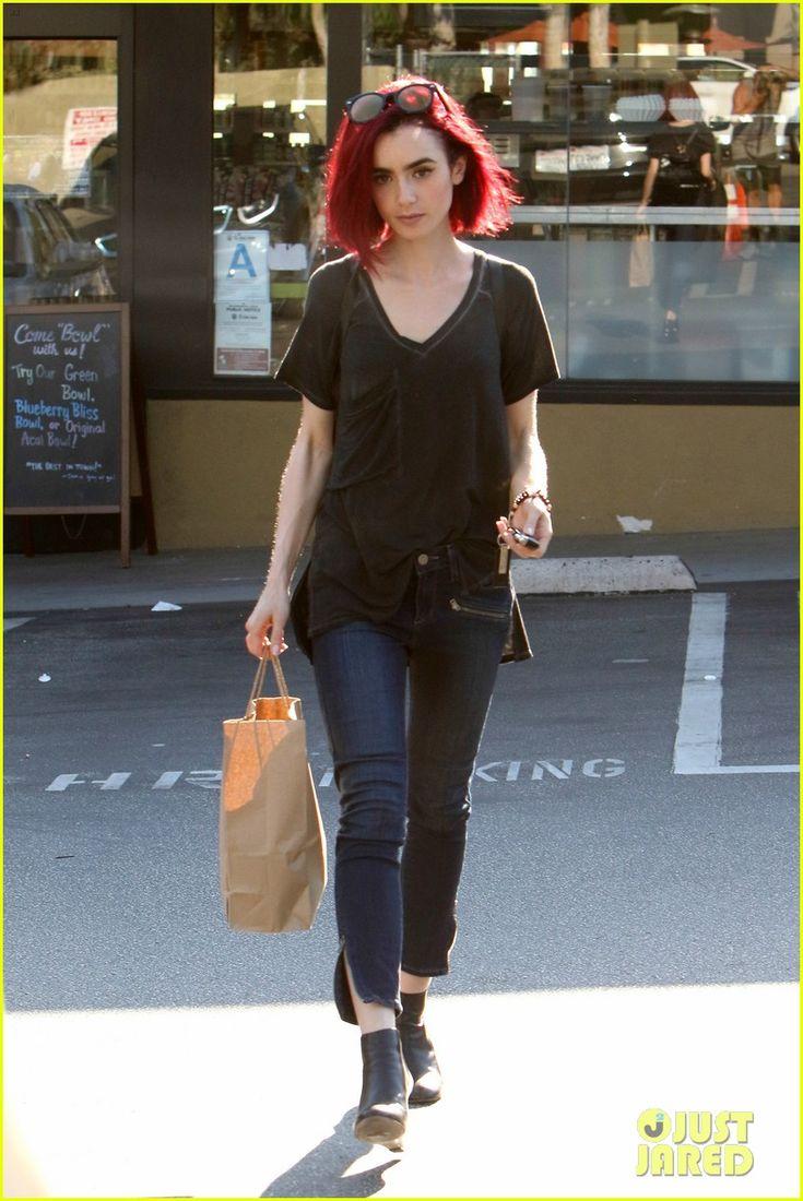 Lily Collins debutuje nový žiarivo červené vlasy 08