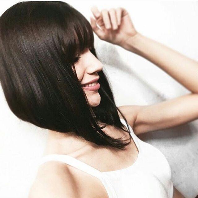"""WEBSTA @ corteschanel - Oi, gente! Essa é a Ana Raquel (@kellcatturandi)! Olha que fofo esse cabelo  ela fala sobre sua decisão de cortar: """"Então, eu tava deixando meu cabelo crescer, até que vi uma foto da Camila Coelho de cabelo curto e fiquei louca kkk enrolei alguns meses até que tomei coragem e cortei long bob. 1 semana depois eu fiz o chanel de bico e me sinto livre! Foi a melhor decisão.""""#cabelocurto #cabelochanel #cortedecabelo #curtinho #chaneldebico #nucadefora #nucabatida…"""
