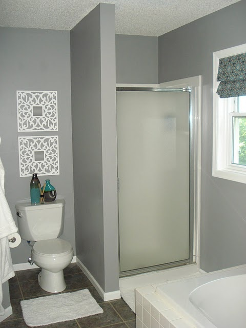 Glidden Granite Gray Bathroom, Wall Hangings, Curtain...love This!