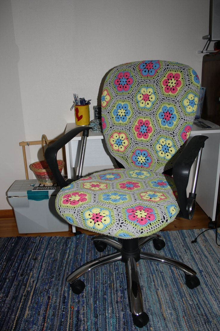 Crochet cover for my chair, yarn Novita Miami.
