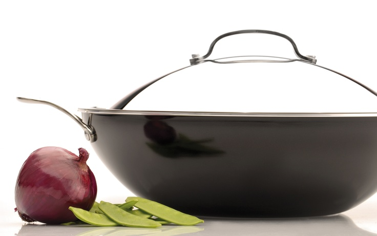 Earthchef Covered Wok by BergHOFF, features a 100% all natural ceramic non-stick coating