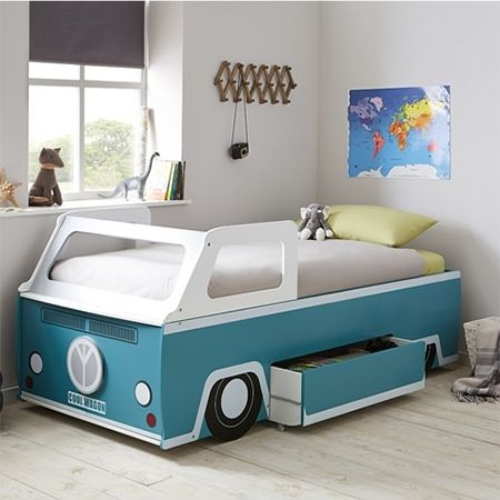 Everybody in SA knows and loves the iconic Volksie Bus. Here's how to make a Volksie Bus children's bed using materials you can buy at your local Builders Warehouse.