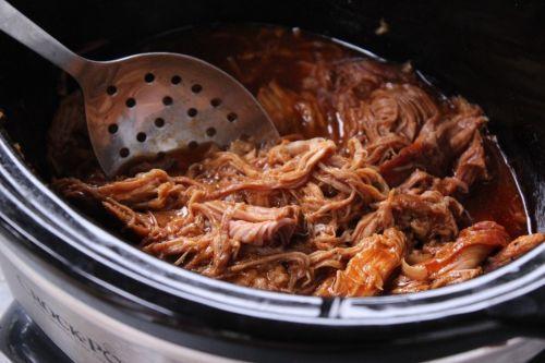 La recette la plus facile de porc effiloché à la mijoteuse!