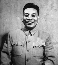 Chiang Ching-kuo 1948.jpg蔣經國半身像,由時代生活攝於1948年10月