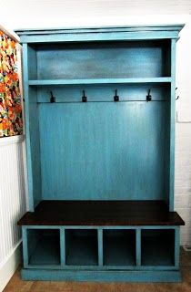 Previous Pinner: Coat and shoe rack that my hubby made me!!! Me: Lucky you! It's beautiful. I'd love to make one for myself but i'll keep the back board lower, so as to see through to the kitchen.