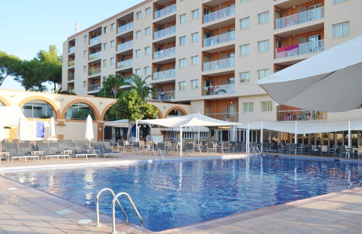 http://www.azulinehotels.com/hoteles-en-ibiza/hotel-atlantic-santa-eulalia-familias-servicios  #azulinehotels #azulineatlantic #piscina #ibiza #escanar