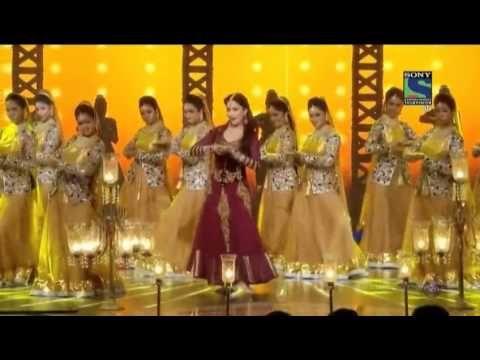 #2014 #Bollywood #BollywoodDANCE #MadhuriDANCE ~ Madhuri Dixit's performance at 59th Filmfare Awards 2014 https://youtu.be/jVaY_74eZ-I