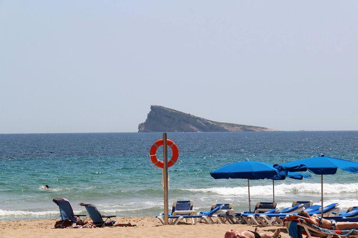 ¡Prohibidísimo venir a Benidorm y no disfrutar de la playa Levante!🌊 🌊 Podrás relajarte bajo los rayitos de sol y cálida arena a 5 minutitos andando desde nuestro hotel😉  #HotelCentroMar #HotelBenidorm #PlayaBenidorm #VistasBenidorm