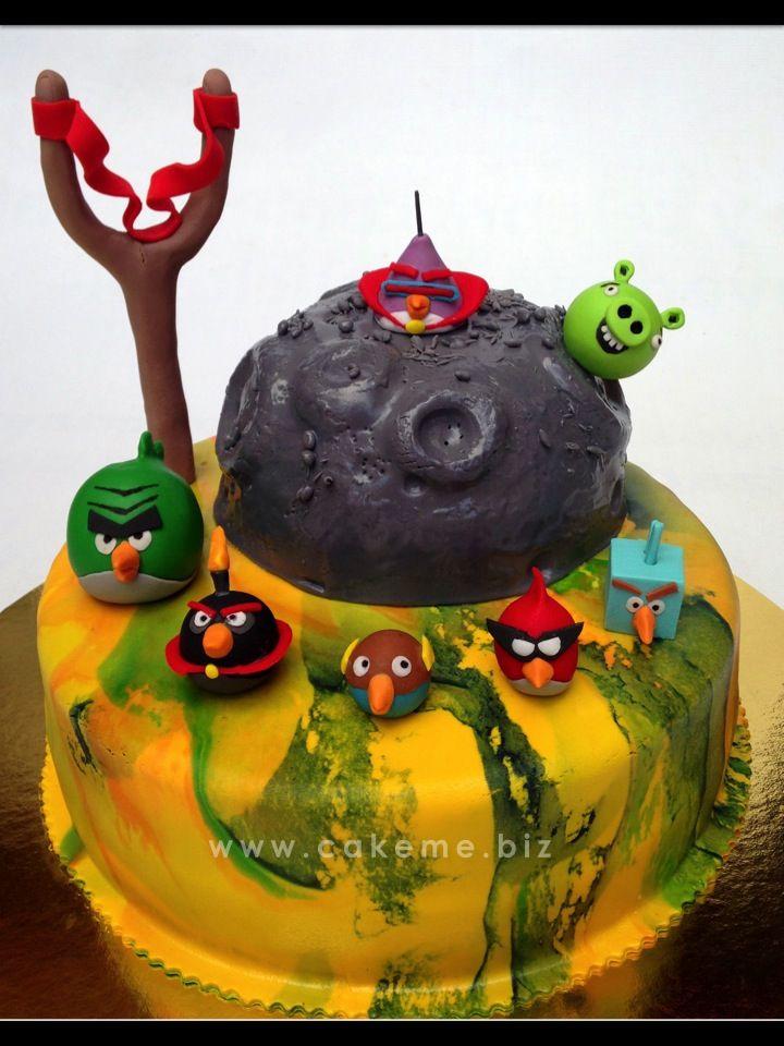 Por supuesto que los Angry Birds trascienden el solo gusto infantil. Ana María, como muchos adultos, siente gran fascinación por estos explosivos pajaritos y con ellos quiso celebrar su cumpleaños en Medellín. Hasta allá llegó el ponqué en perfectas condiciones.