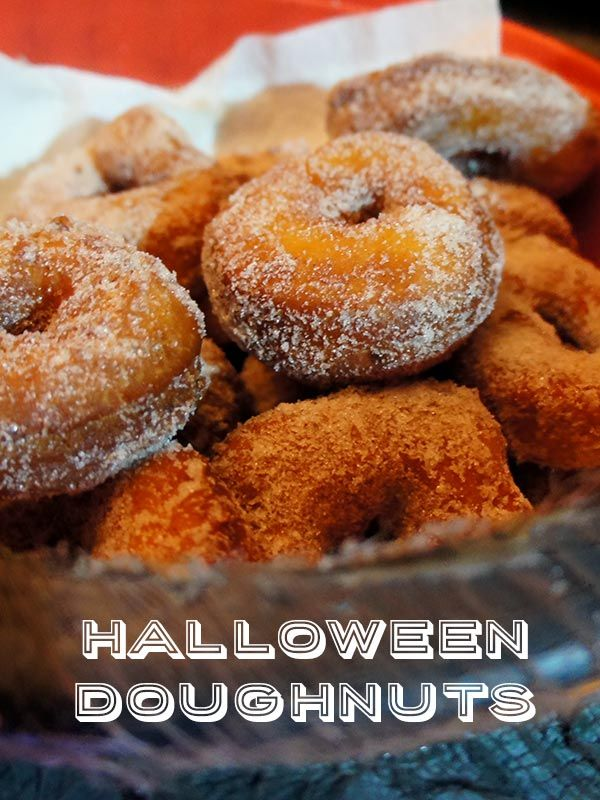 Halloween Doughnuts via @craftingchicks. These look so yummy! I simply must try a batch! #doughnuts #donuts